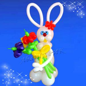 """Фигура из шаров """"Зайчик с цветами"""""""