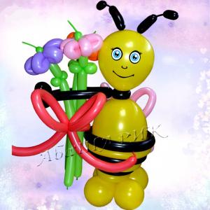 """Фигура из шаров """"Пчёлка с цветами"""""""