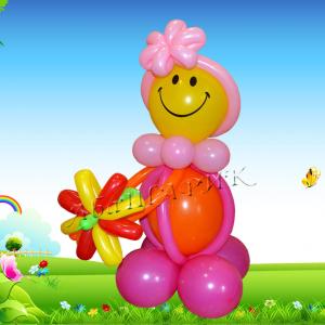 """Фигура из шаров """"Девочка-смайл с цветочком"""""""