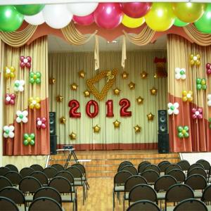 Оформление шарами выпускного в школе № 17