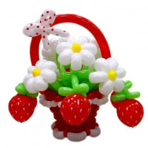 """Цветы из шаров № 62 """"Корзина с ягодами"""""""