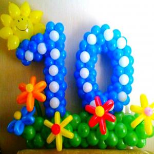 "Фигура из шаров ""Цифра 10 на полянке"""