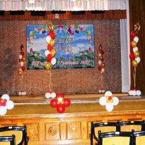 Оформление шарами выпускного в школе № 03