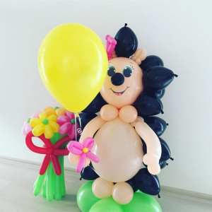 """Фигура из шаров """"Ёжик -девочка с цветами и шариком"""""""