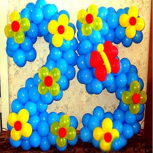 """Фигура из шаров """"Цифра с цветами и бабочкой"""""""
