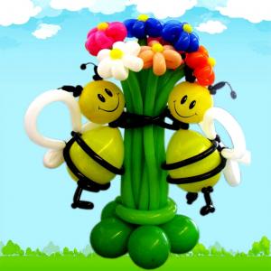 """Цветы из шаров № 26 """"Пчёлки с букетом"""""""