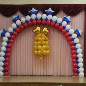 Оформление шарами выпускного в школе № 63