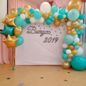 Оформление шарами выпускного в школе № 32